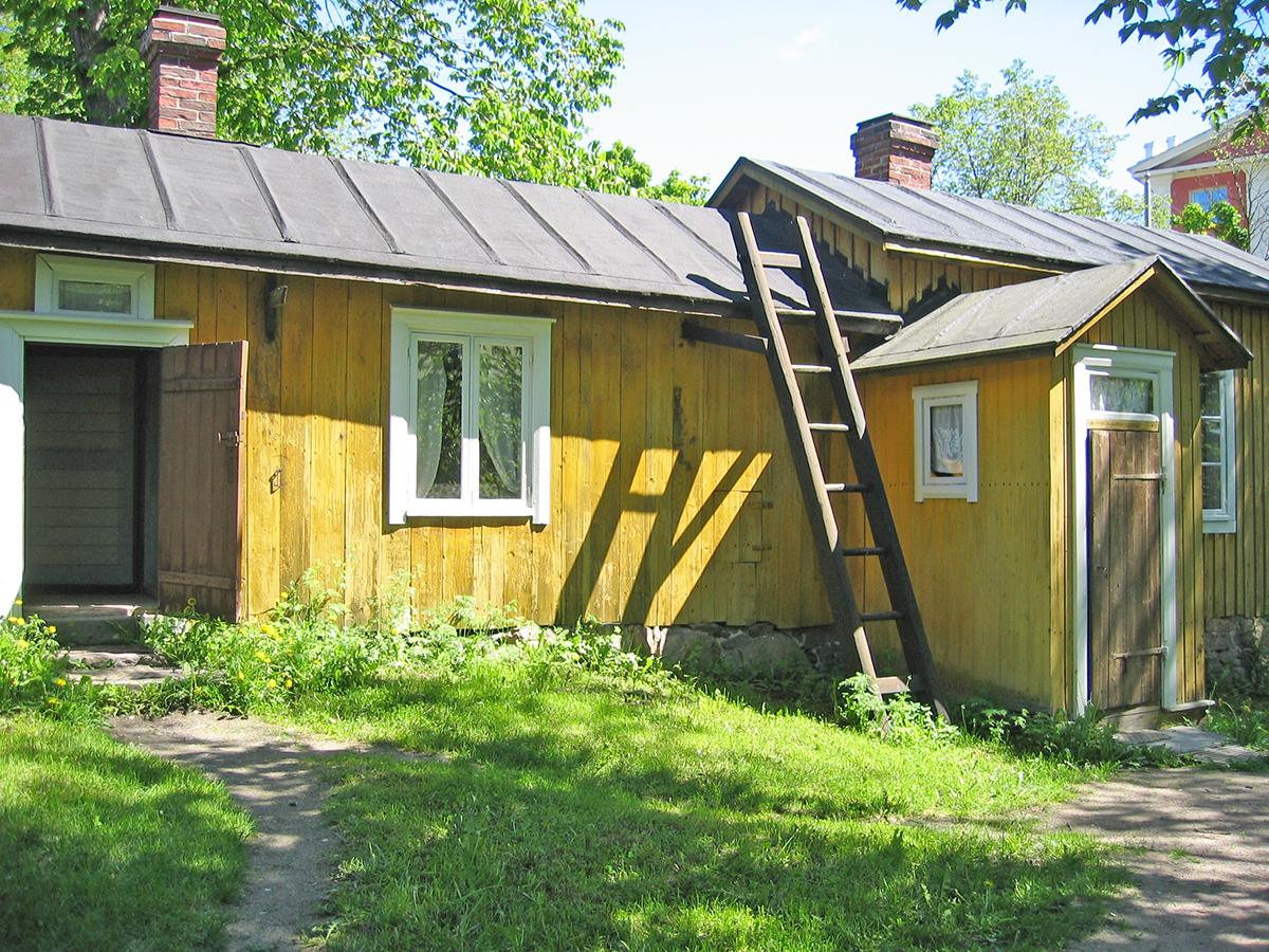 VESIKATTO Turku Luostarinmäki 01 1200px